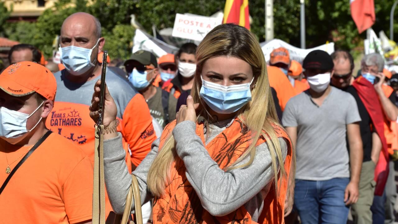 Les chasseurs en colère manifestent dans la ville du Premier ministre