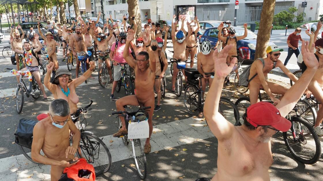 Des naturistes à vélo à Rennes pour défendre les cyclistes et la planète