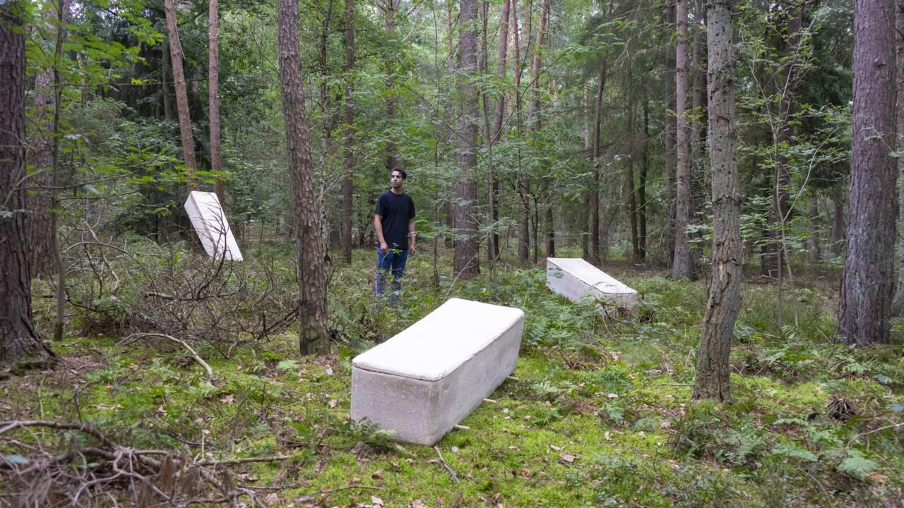 """Un biodesigner crée un cercueil """"vivant"""" fabriqué à partir de champignons"""