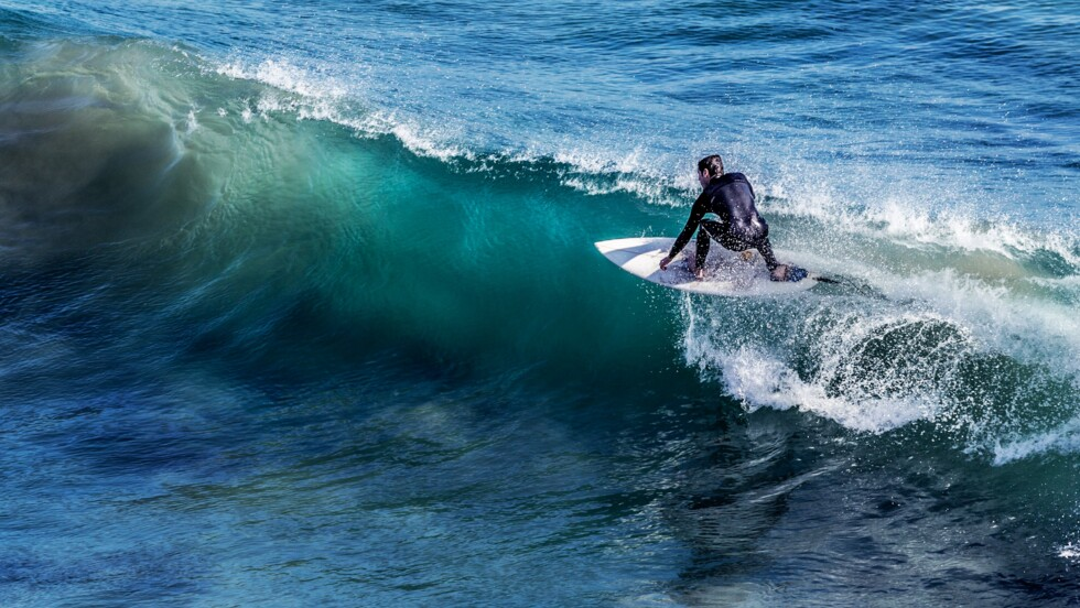 Hawaï : il perd sa planche de surf et la retrouve deux ans plus tard... à 8.000 km