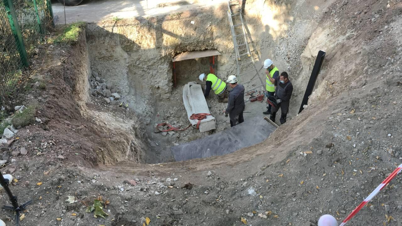 Archéologie : un sarcophage multiséculaire exhumé à Arras