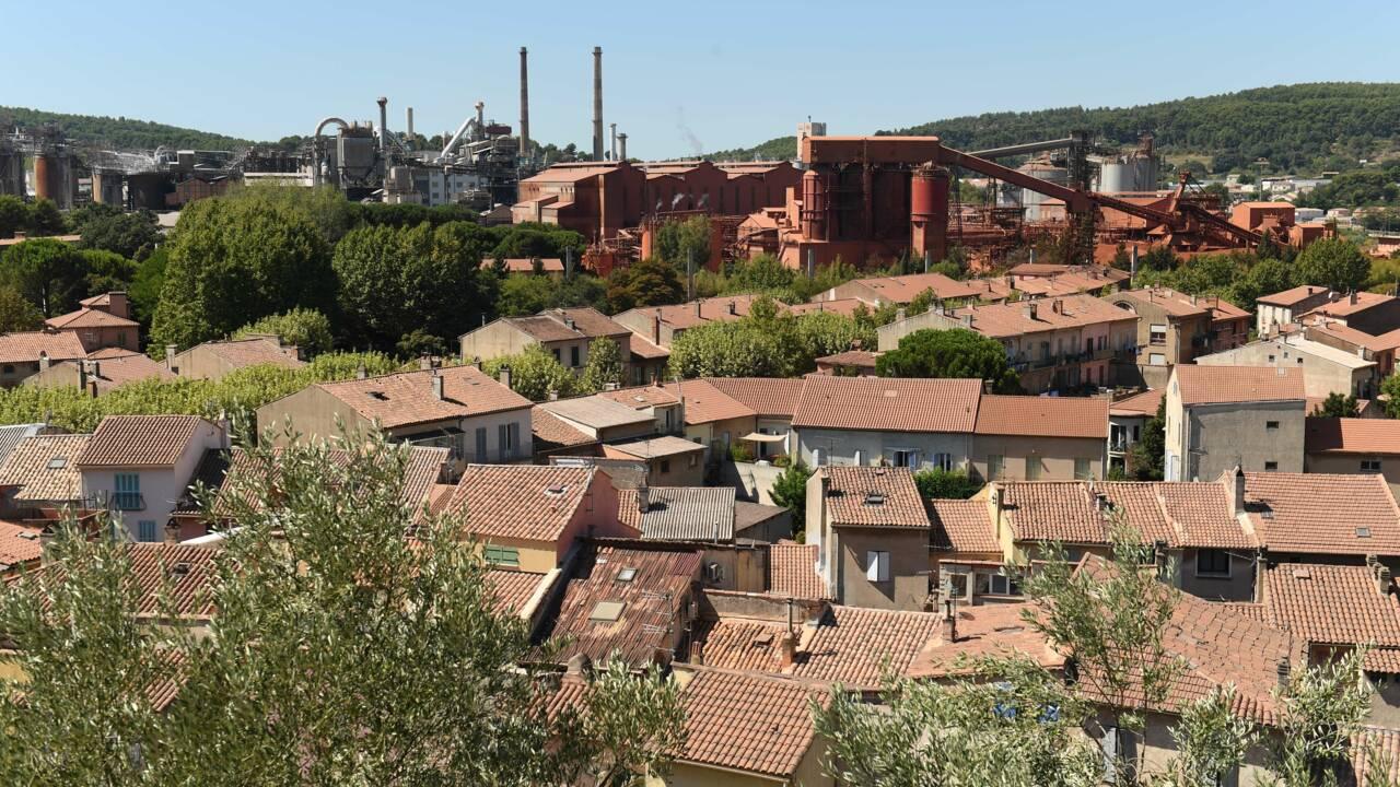 Deux villes, une usine d'alumine et un dilemme entre environnement et emploi