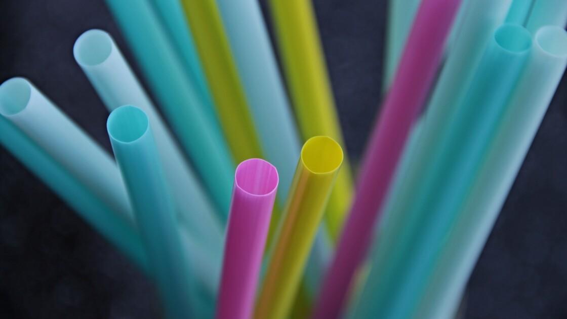 L'Angleterre interdit les pailles et d'autres produits en plastique
