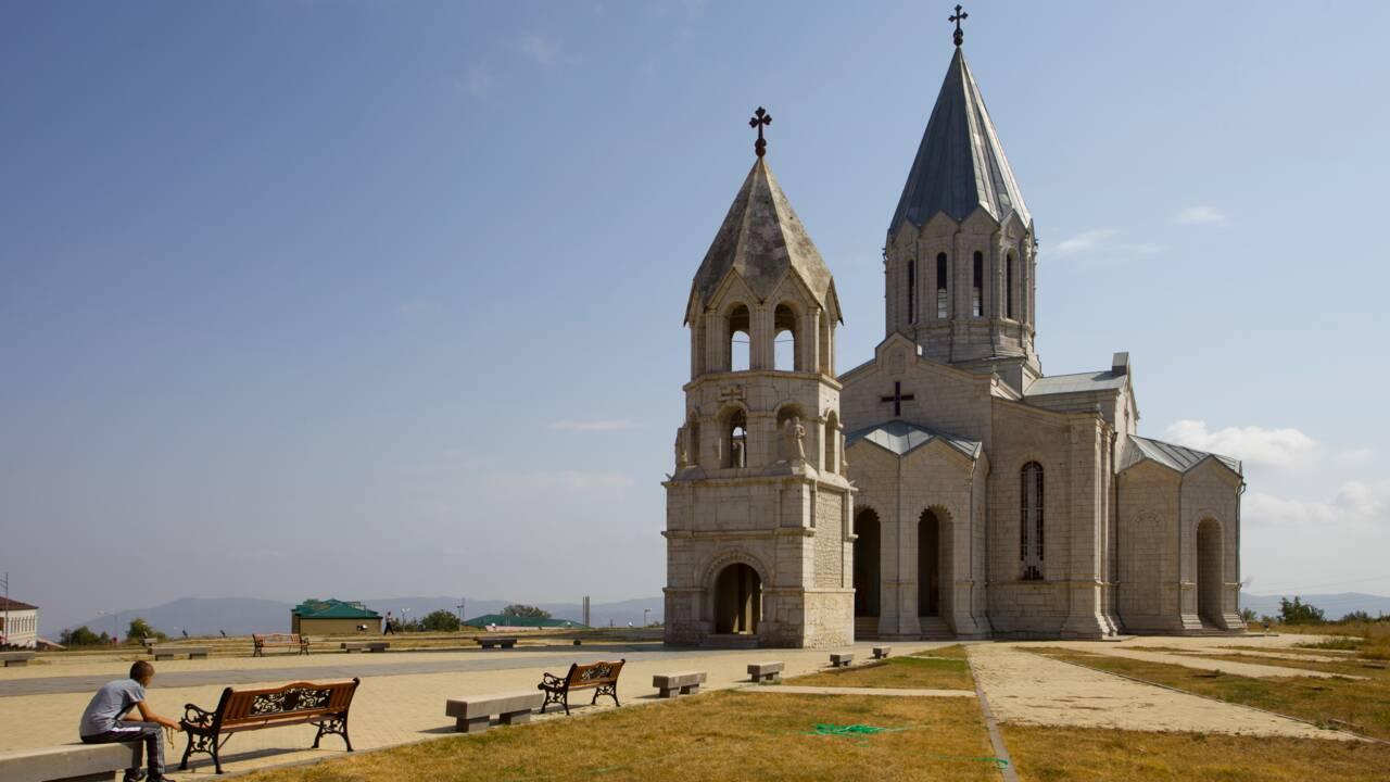 Haut-Karabakh : une cathédrale historique arménienne touchée par des bombardements