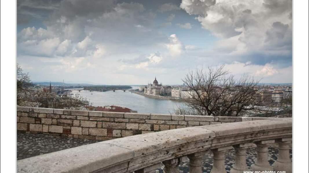 Vue sur le Danube et l'île Marguerite depuis Buda