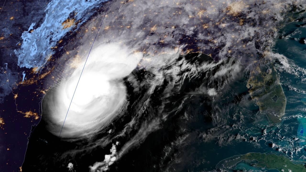 L'ouragan Delta faiblit en atteignant les côtes de Louisiane