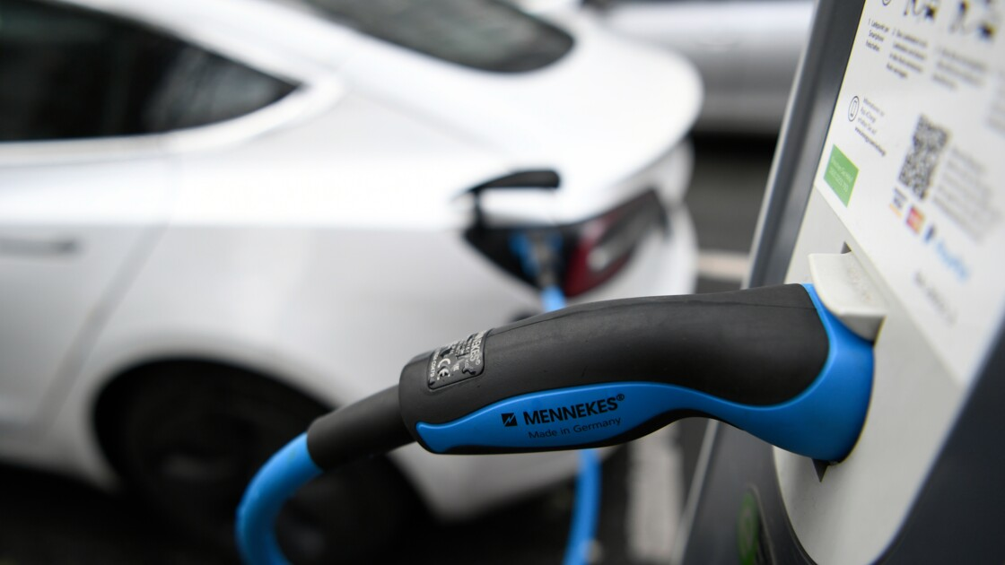 Le gouvernement annonce un bonus de 1.000 euros pour l'achat d'un véhicule électrique d'occasion