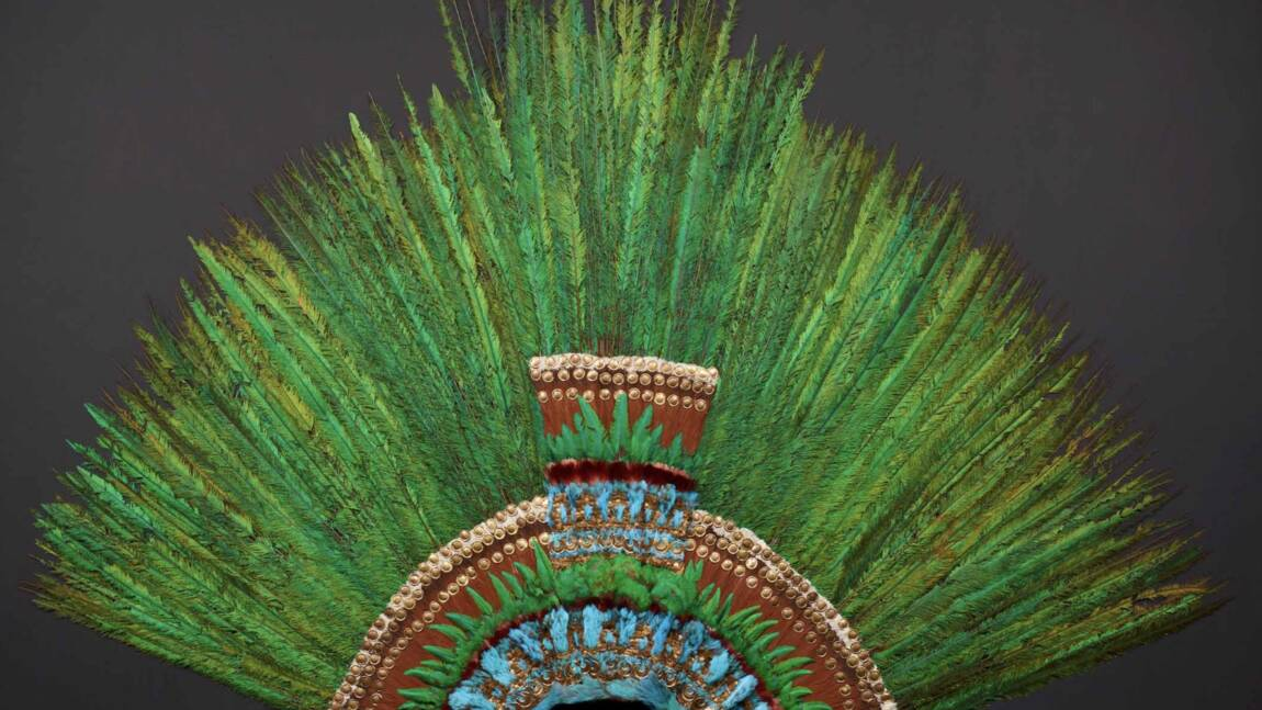 """Le Mexique rêve de ramener le """"Penacho"""" de Vienne, unique coiffe aztèque aux mille pierres d'or"""