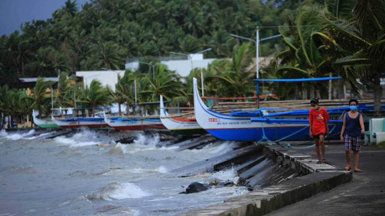 Philippines: un million de personnes évacuées à l'approche du super-typhon Goni