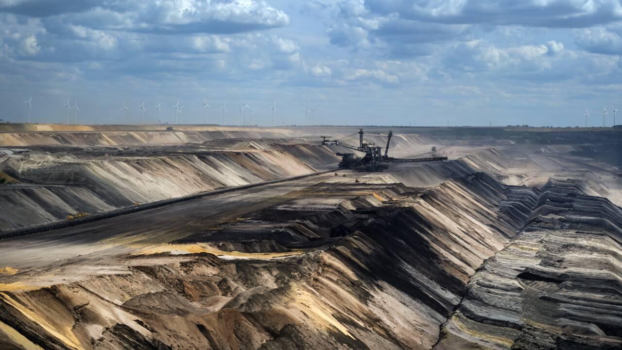 Barclays finance toujours plus les énergies fossiles malgré ses promesses (ONG)