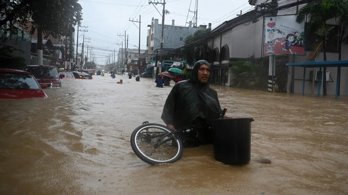 Manille en partie sous les eaux après le passage du typhon Vamco aux Philippines