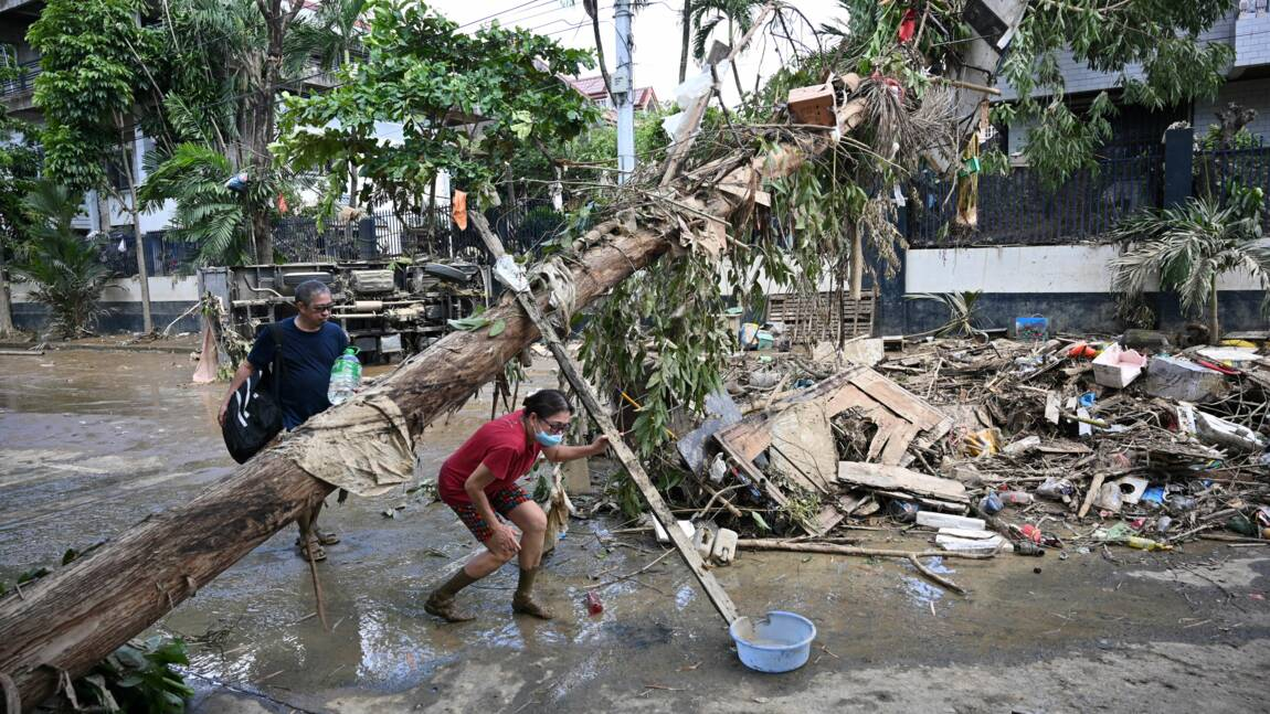 Le bilan du typhon aux Philippines s'alourdit à 14 morts