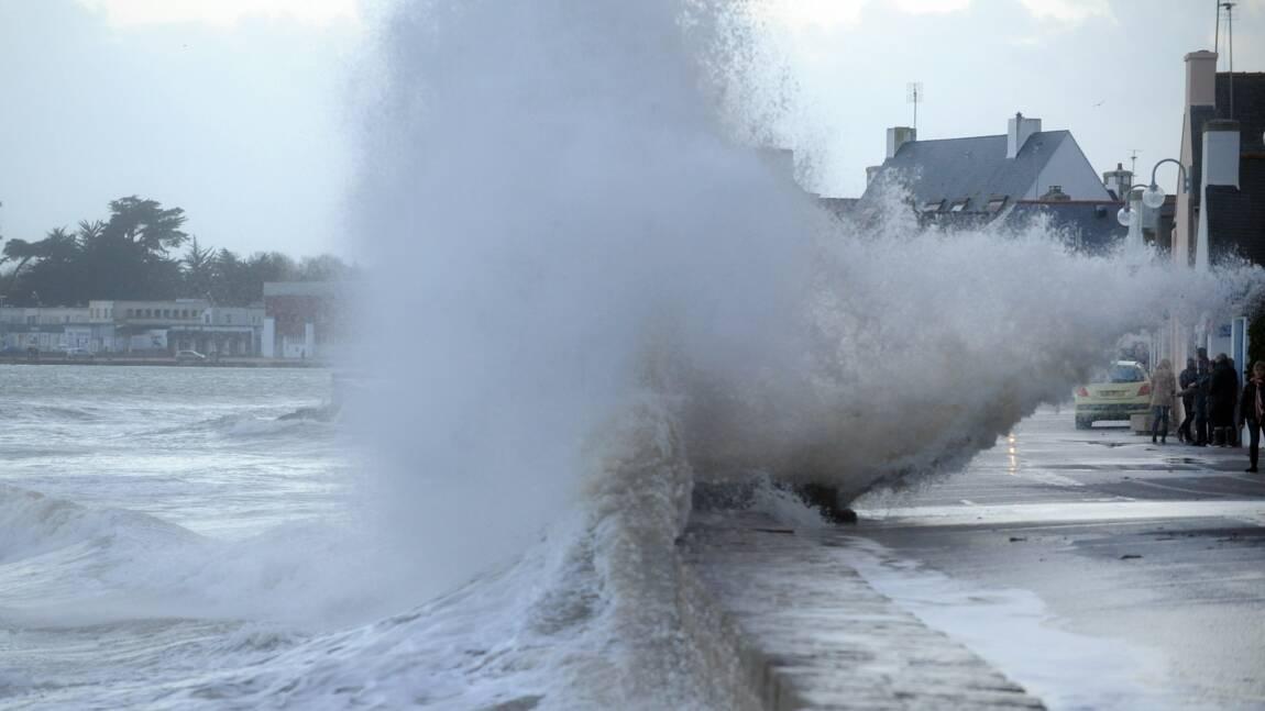 Cinq départements du nord-ouest placés en alerte orange vagues-submersion