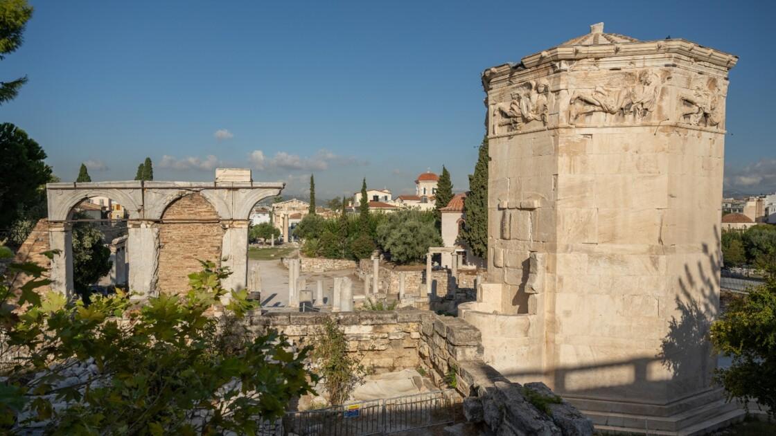 Une tête en marbre du dieu Hermès trouvée sous une rue d'Athènes