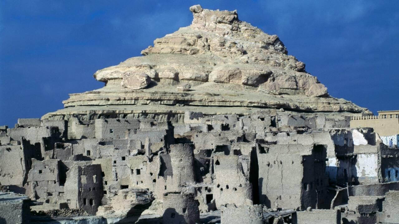 """En Egypte, la citadelle rénovée de Shali se rêve en """"oasis écotouristique"""""""