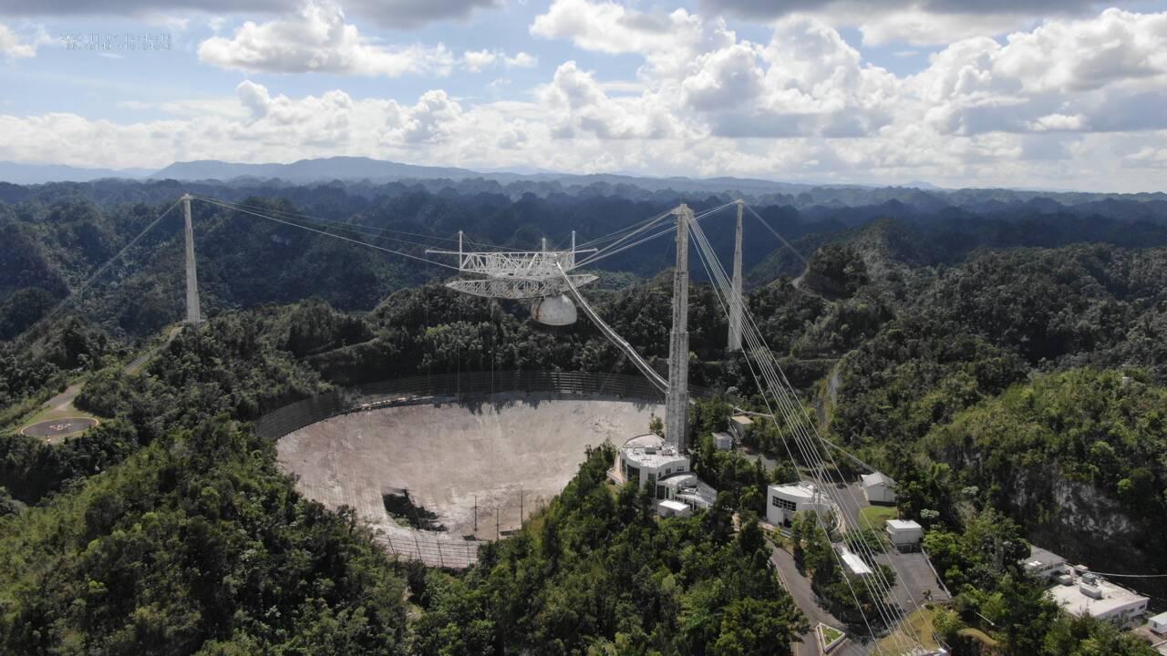 Les spectaculaires images de l'effondrement du télescope d'Arecibo filmées par un drone