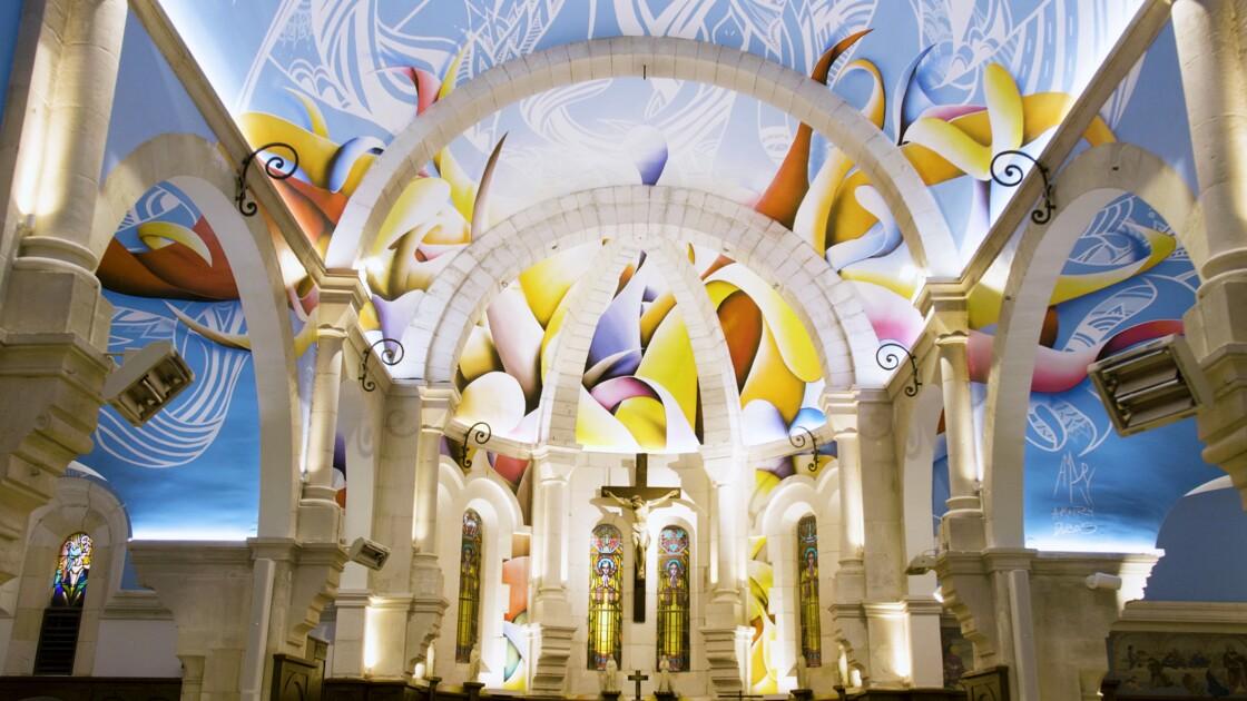 Cette église joue la carte du street-art avec une magnifique fresque XXL