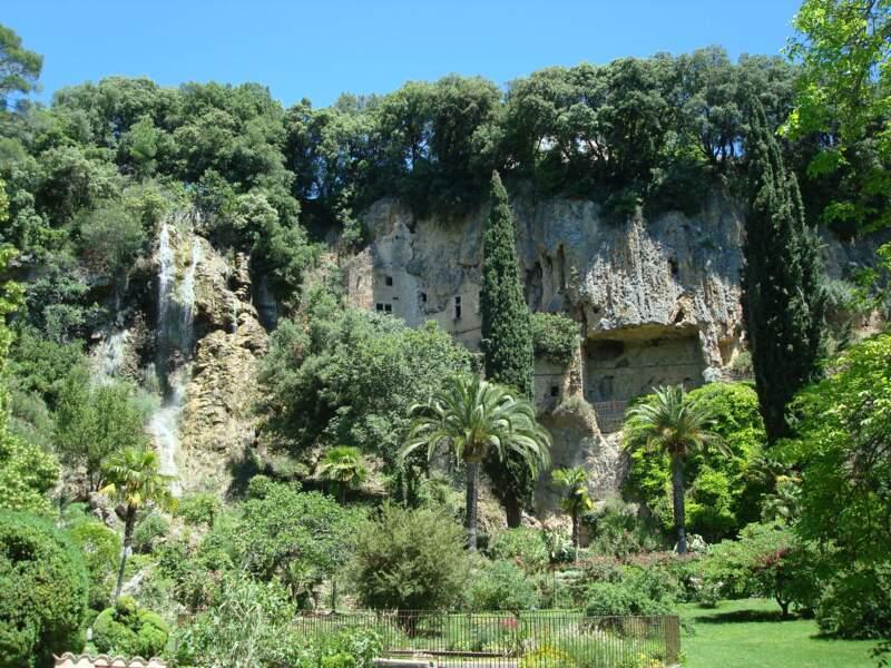 Villecroze et ses grottes troglodytiques