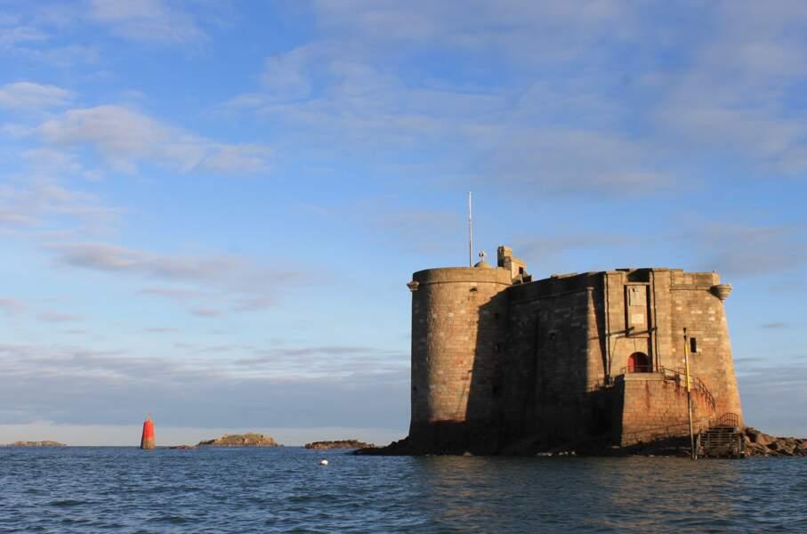 Le château du Taureau dans le Finistère, en France