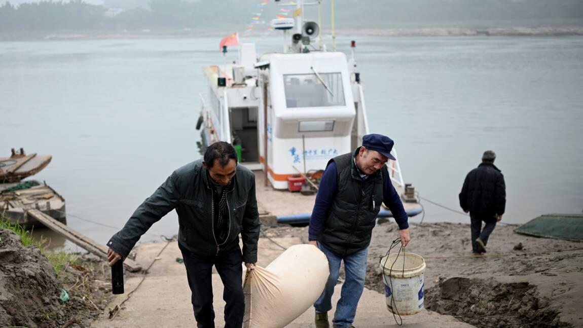 Les pêcheurs privés de poisson du Yangtsé contraints à la reconversion