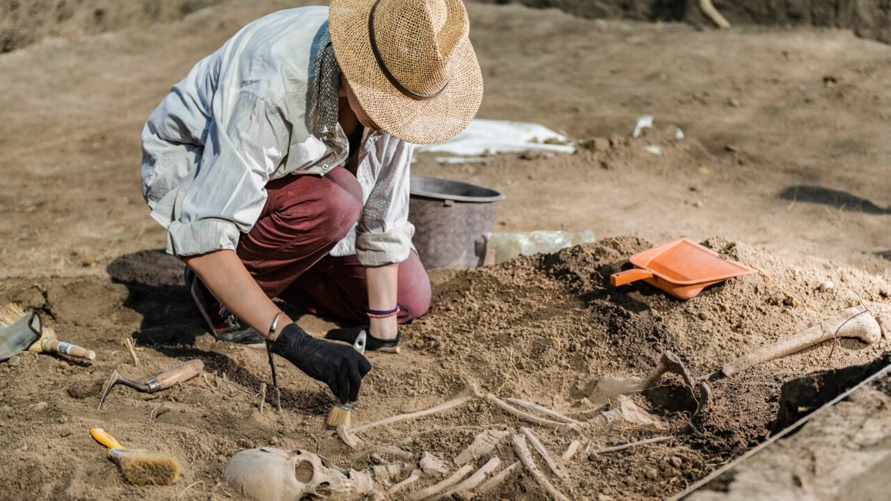 Découverte du corps momifié d'un abbé du XIIIe siècle à Soissons