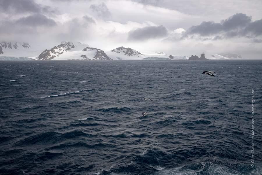 Au loin, les Shetlands du Sud