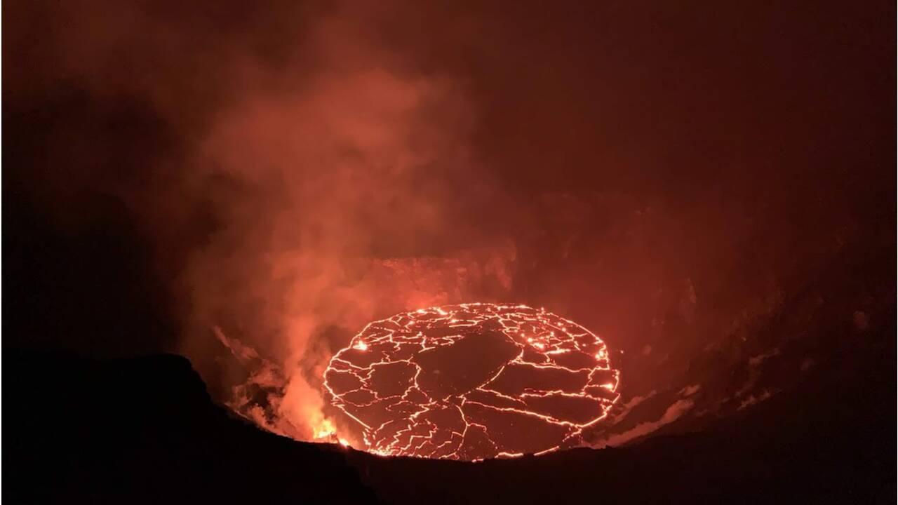 Hawaii : les images spectaculaires d'une fontaine de lave du volcan Kilauea