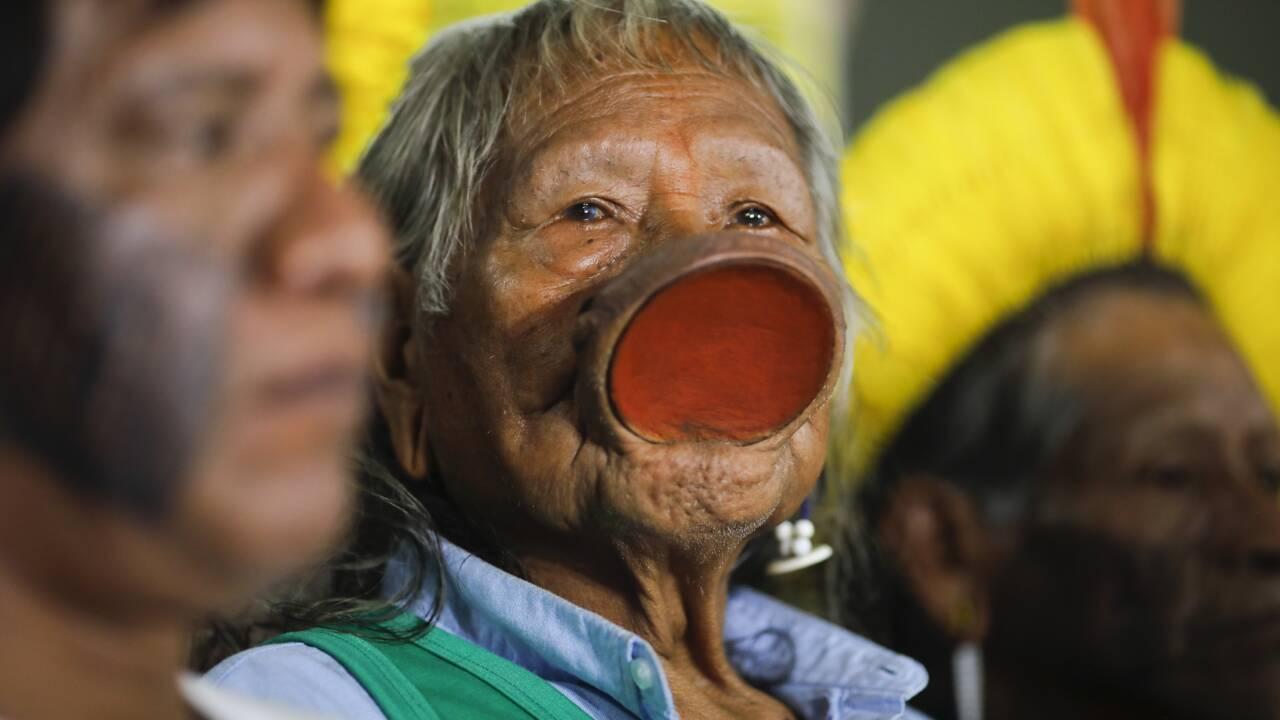 """Brésil: Raoni demande à Biden d'ignorer les """"mensonges"""" de Bolsonaro"""