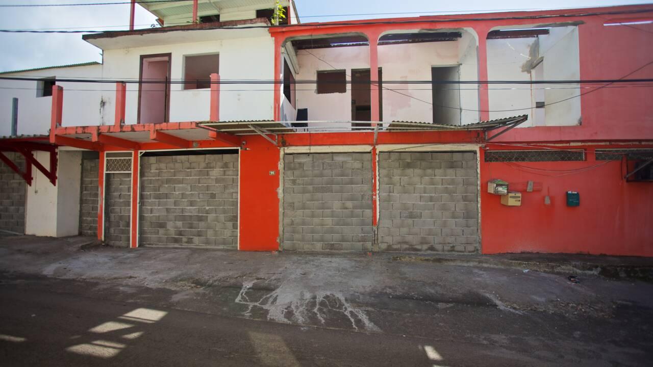 En Guadeloupe, des habitants délogés de la côte rongée par l'érosion