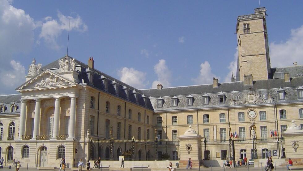A Dijon, un mystérieux manuscrit retrouvé dans le mur d'une chapelle