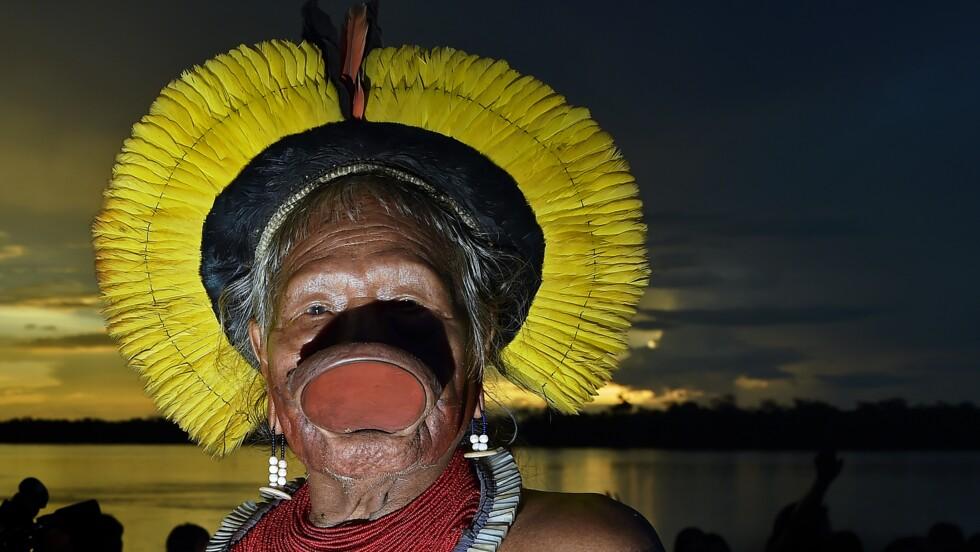 """Amazonie: le chef Raoni attaque Bolsonaro devant la CPI pour """"crimes contre l'humanité"""""""