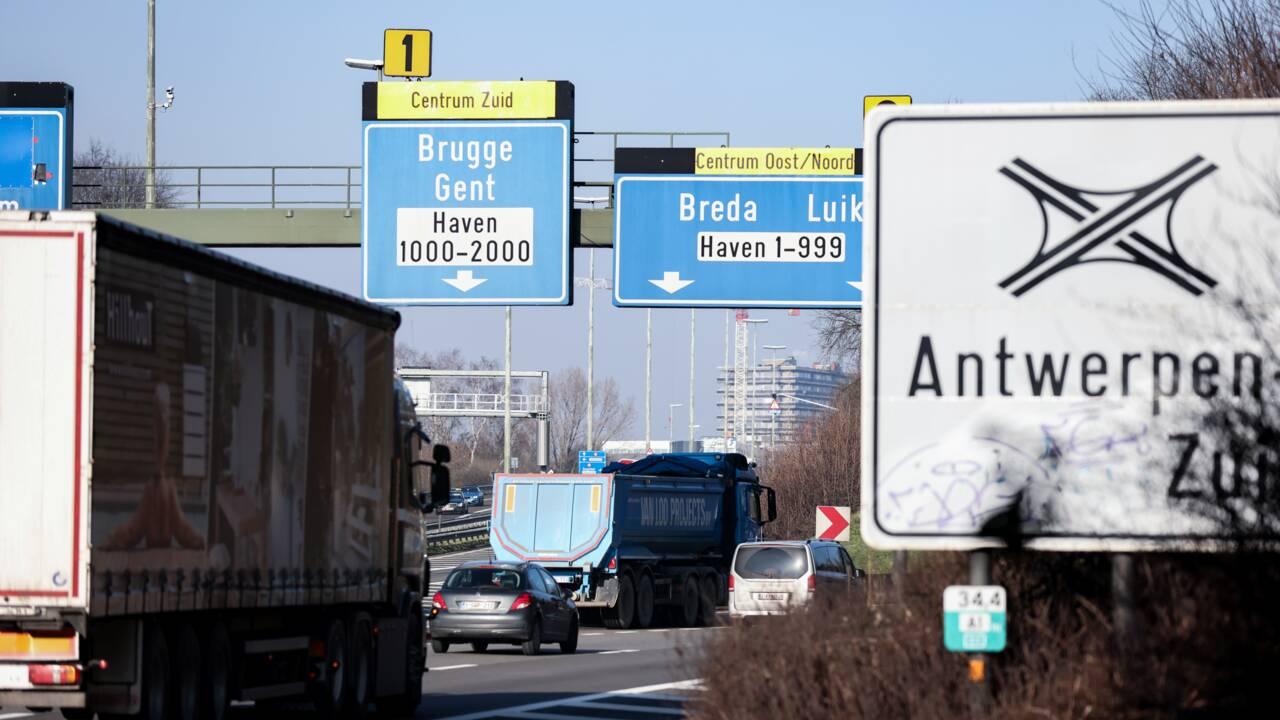 """Qualité de l'air : en balade avec Claire, le """"bébé témoin"""" de la pollution à Anvers"""