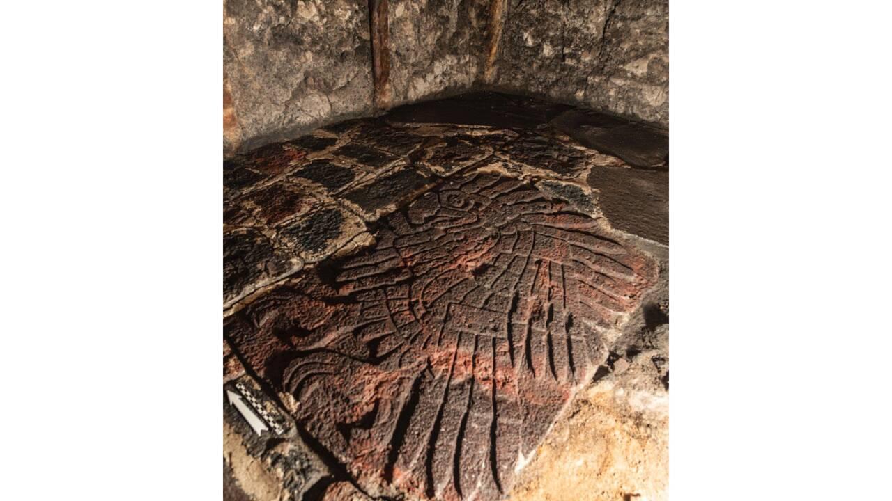 Une sculpture d'aigle refait surface près d'un temple aztèque à Mexico