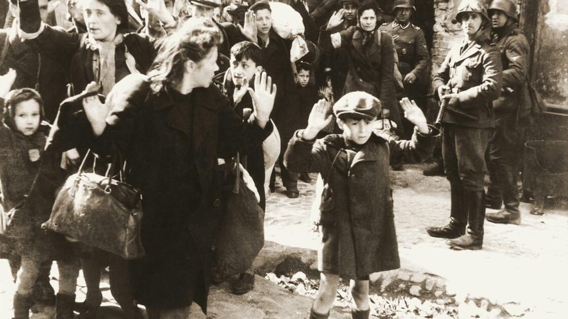 Pologne : deux historiens poursuivis pour avoir évoqué la complicité de Polonais dans le génocide juif