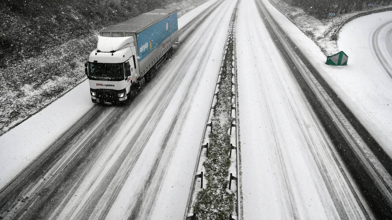 Météo-France place quatre départements de l'Ouest en alerte rouge neige-verglas
