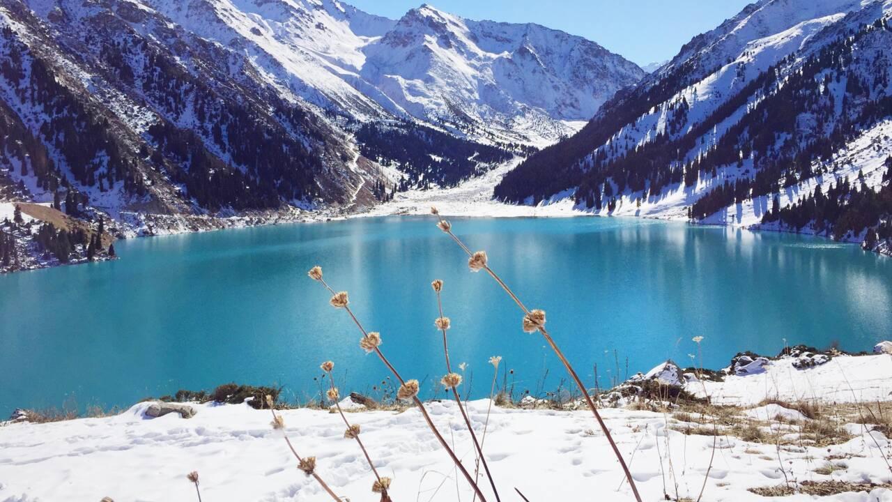 Un volcan de glace de 14 mètres apparaît soudainement au Kazakhstan