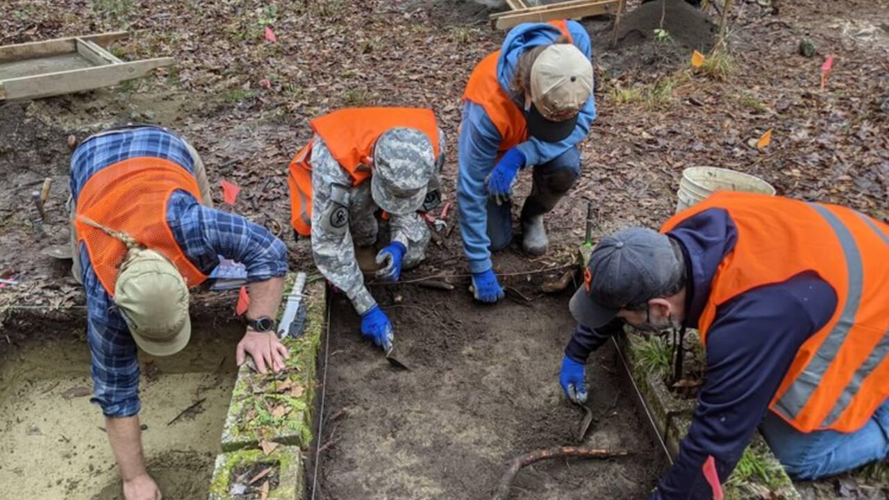 Des archéologues exhument les vestiges de fabriques d'alcool d'un associé d'Al Capone