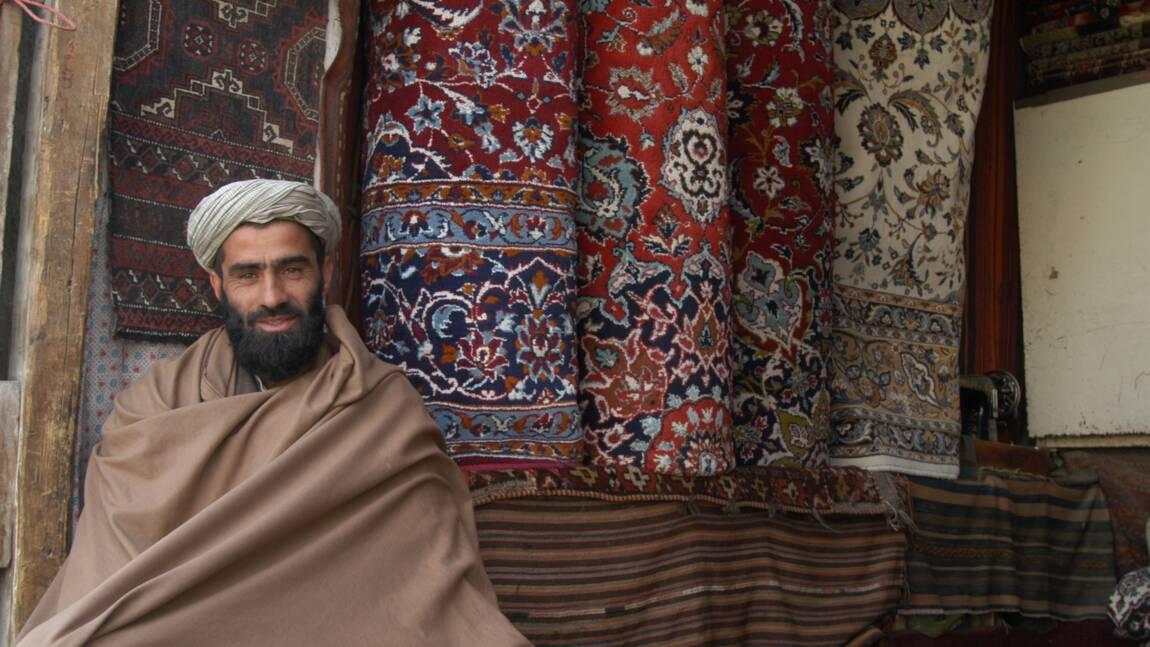 En Afghanistan, une vie d'aventure avec les chercheurs de tapis anciens