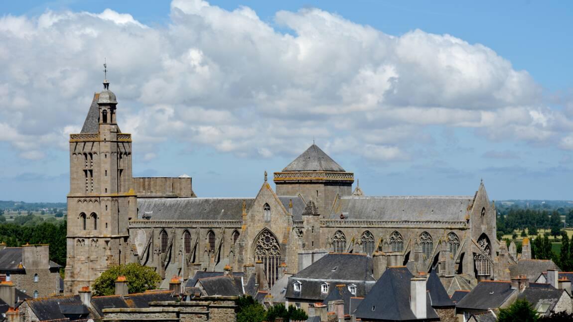 Dol de Bretagne : l'auteur Ken Follett reverse ses droits d'auteur pour restaurer la cathédrale bretonne