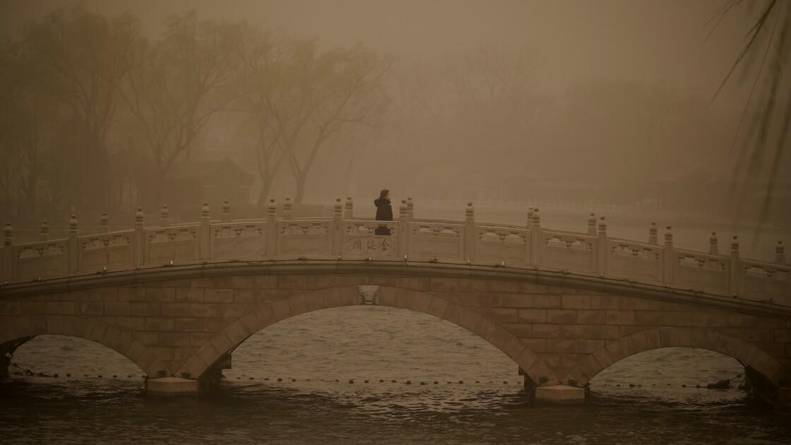 Tempête de sable et pollution à Pékin : un cocktail suffocant