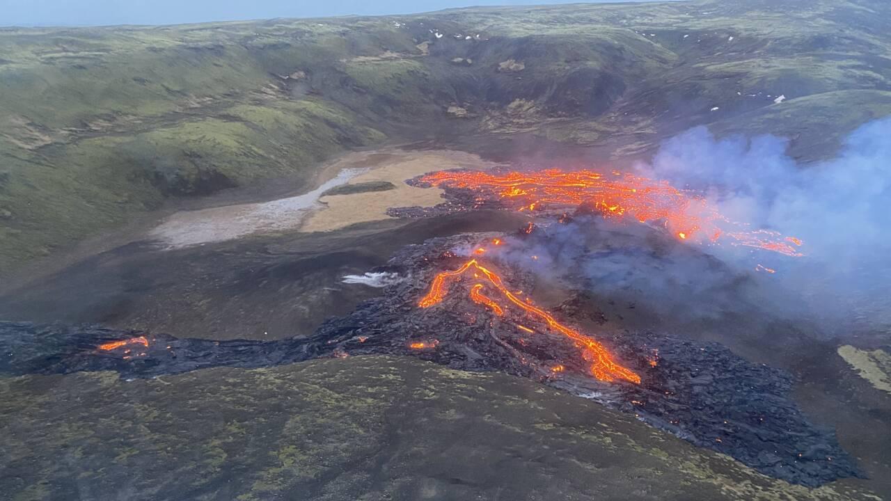 En Islande, les premières images de l'éruption de lave d'un volcan endormi depuis 800 ans