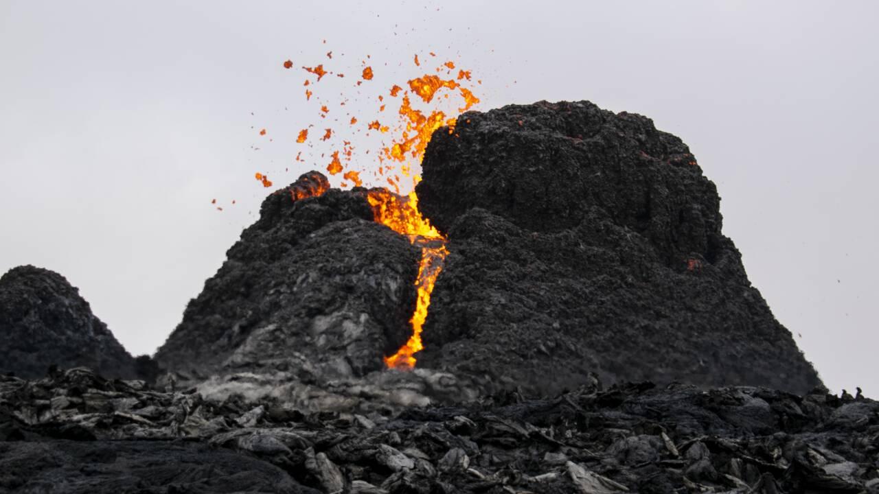 En Islande, l'éruption volcanique devient l'attraction du moment