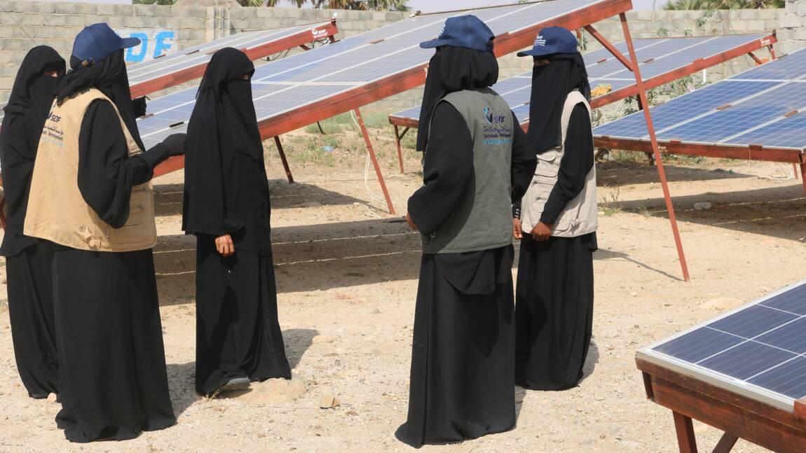 Au Yémen, des femmes apportent l'énergie solaire dans leurs villages