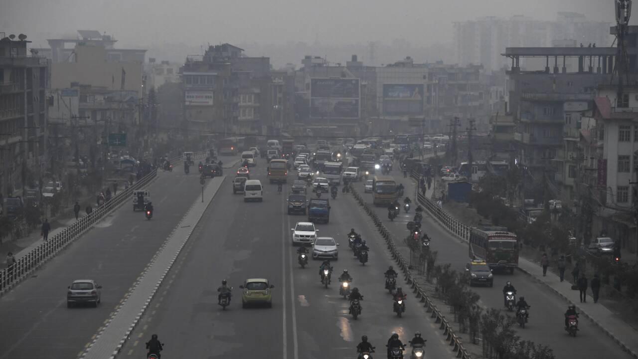 La pollution contraint pour la première fois le Népal à fermer ses écoles