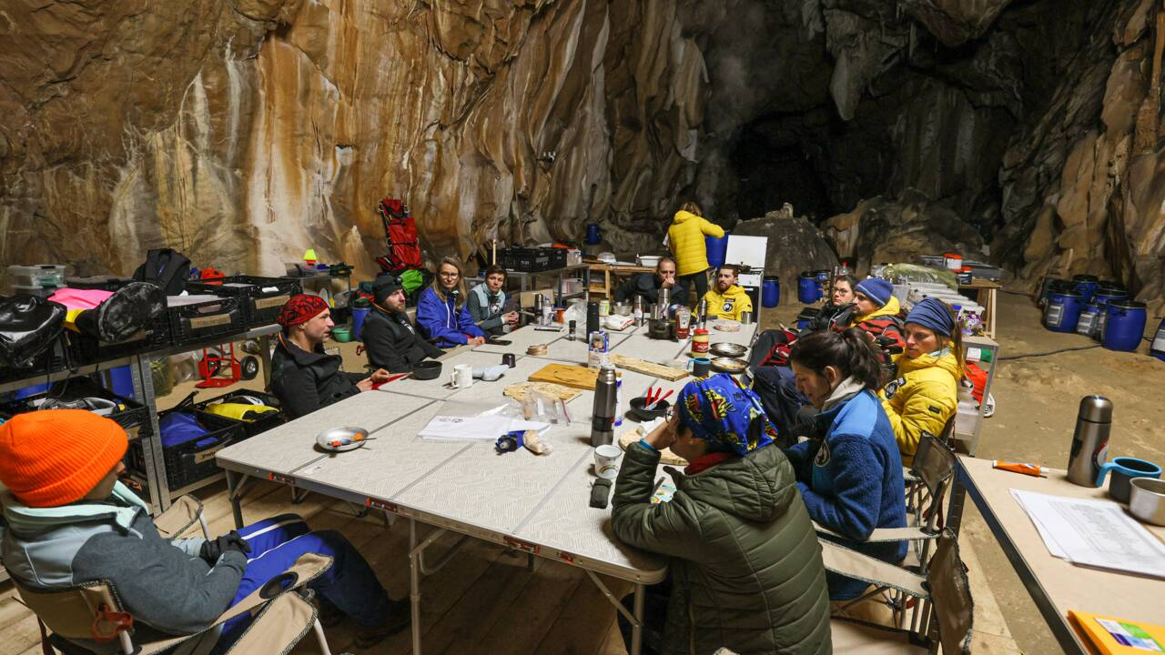 Deep Time : les volontaires isolés dans la grotte ont déjà perdu la notion du temps