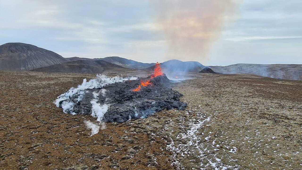En Islande, l'éruption volcanique s'étend avec de nouvelles fissures de lave