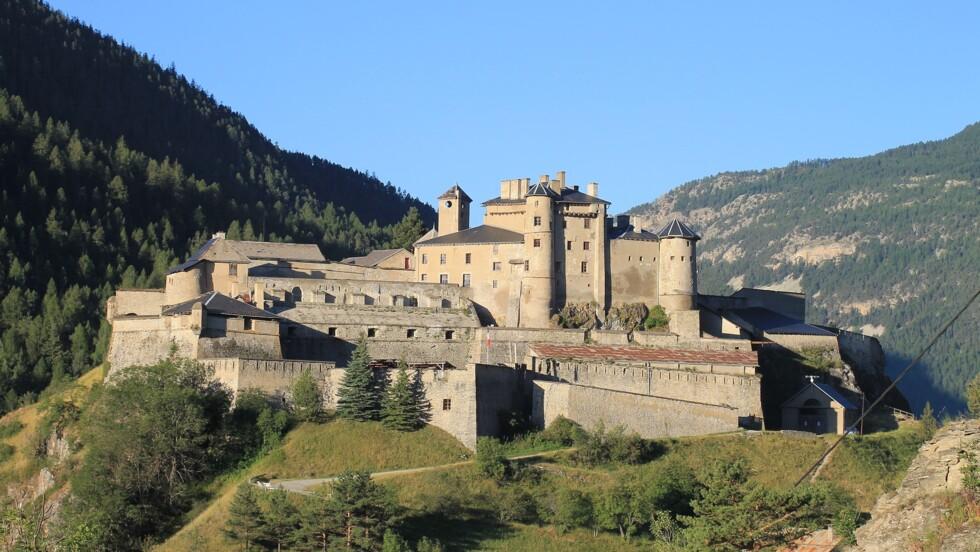 Hautes-Alpes : un château du Moyen-Age renforcé par Vauban vendu aux enchères