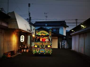 Dekotora : au Japon, pleins phares sur ces camions décorés de mille feux