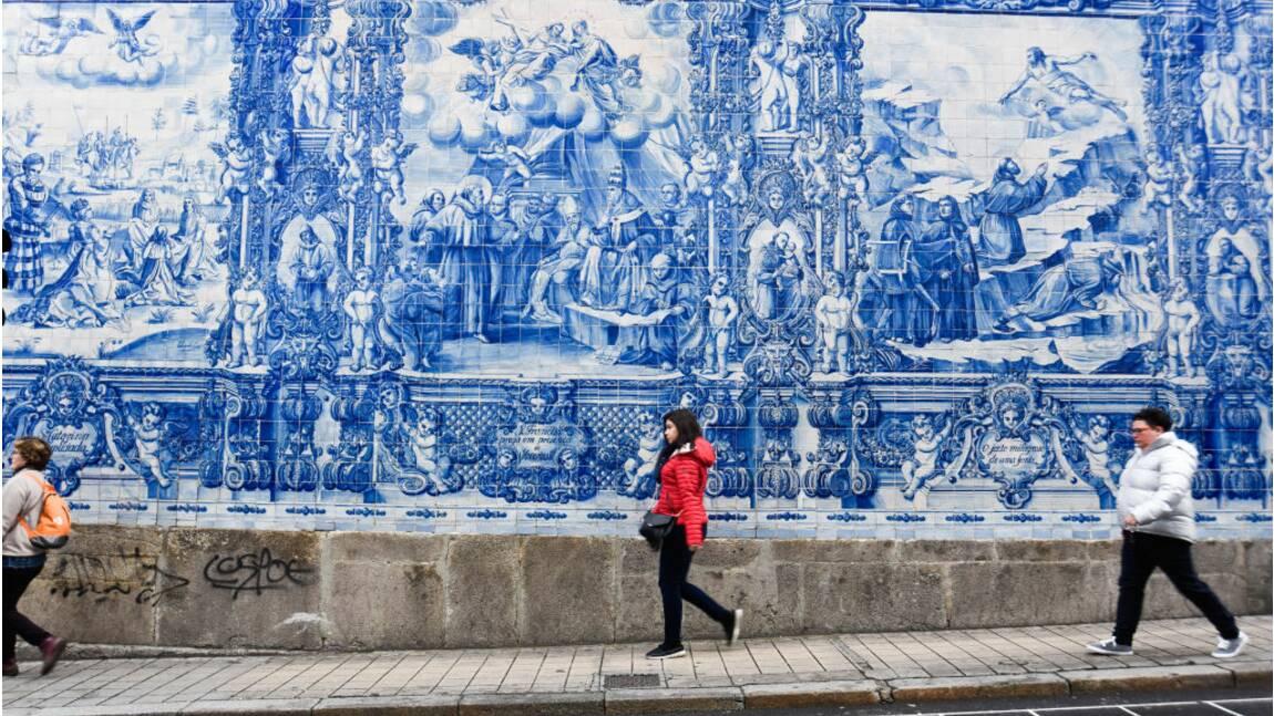 """Portugal : au sein de la """"brigade spéciale azulejos"""", ces petits carrés de faïence très convoités"""