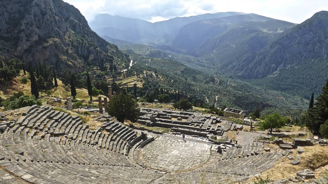 Comment a été découvert le site de Delphes ?